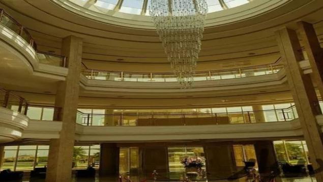 125متری برج طلایی