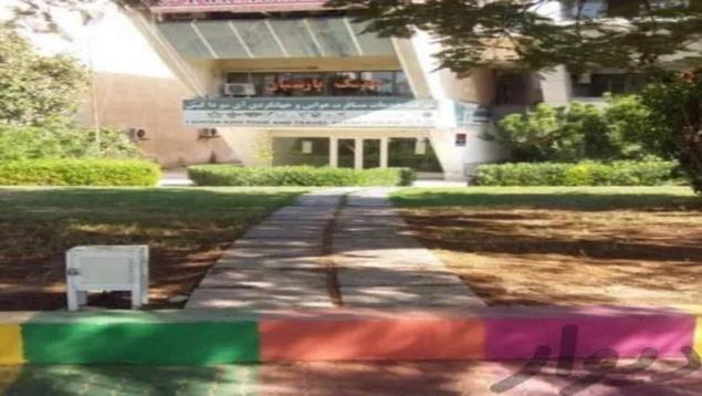 اداری جزیره روبروی مرکز تجاری