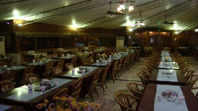 رستوران شاندیز آبشار