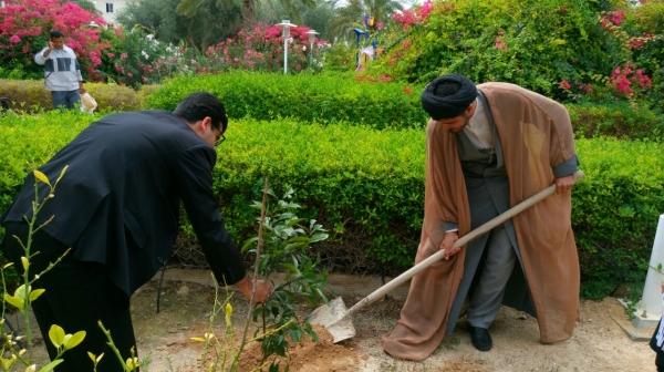 راهنمایان گردشگری کیش اولین نهال راهنمایان را در روز درختکاری کاشتند