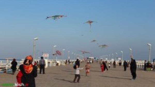 رقص بادبادکها در آسمان نیلی جزیره کیش