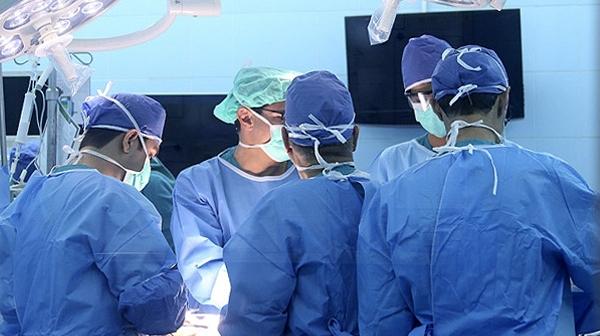 ربات ها سرطان های پیشرفته را در مرکز درمانی کیش جراحی می کنند