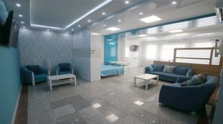 بیمارستان کیش در ایران مثال زدنی است/ مخالفان توسعه مناطق آزاد از کیش دیدن کنند
